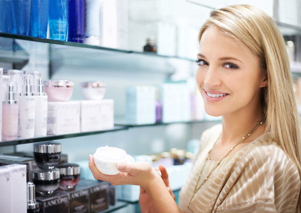Woman-Shopping-for-Beauty-Products