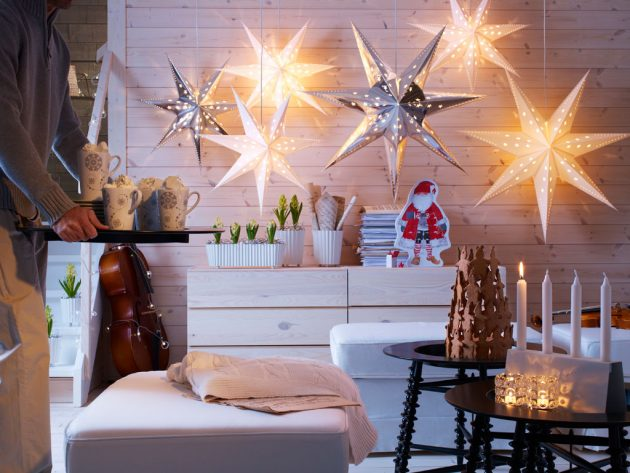 Christmas-Themed-Lounge-Area-with-Candle-Light-and-Star-Light