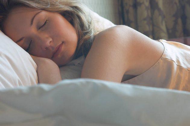 woman-sleeping-in-bed-uid-1