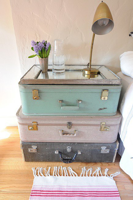 Suitcase-Side-Table