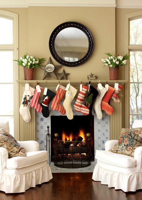 rdeco_christmas_mantle_socks