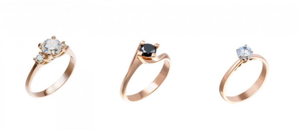 Μέση  Δαχτυλίδι μονόπετρο από ροζ χρυσό 14 καρατίων με μαύρο ζιρκόν. Δεξιά   Μονόπετρο δαχτυλίδι από ροζ χρυσό 14 καρατίων με ζιρκόν και λευκόχρυσο  καστόνι 1b331e76d95
