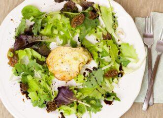 σαλάτα-με-αχλάδι-και-ζεστό-κατσικίσιο