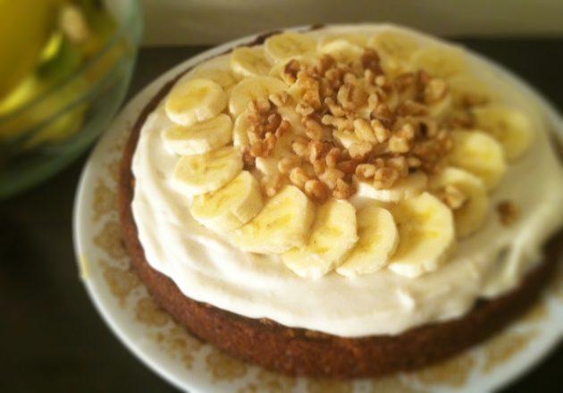 banana-cake-with-vegan-cream-cheese-frosting
