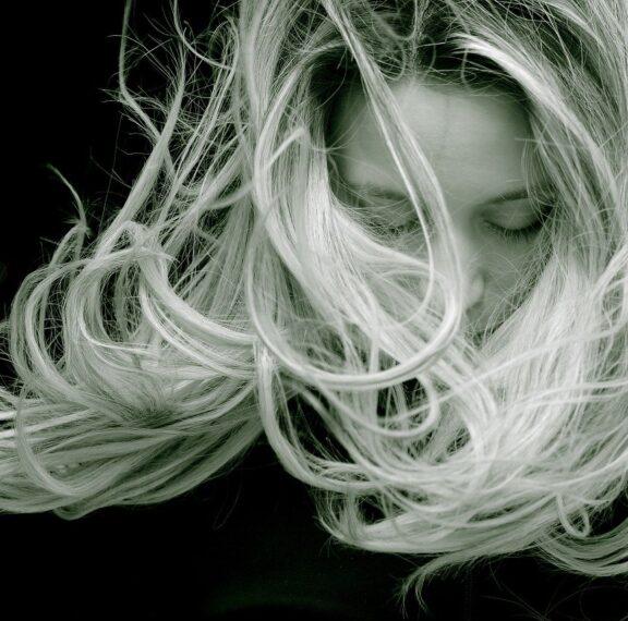 6-τρόποι-που-καταστρέφεις-τα-μαλλιά-σου