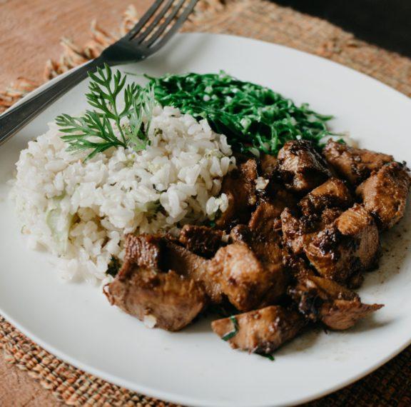μπριζόλες-χοιρινές-με-θυμάρι-και-ρύζι