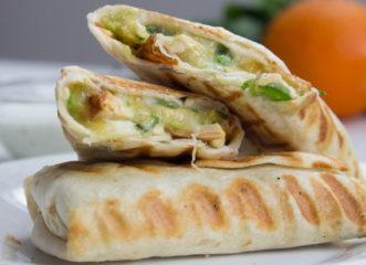 τορτίγια-με-κοτόπουλο-και-αβοκάντο-πό