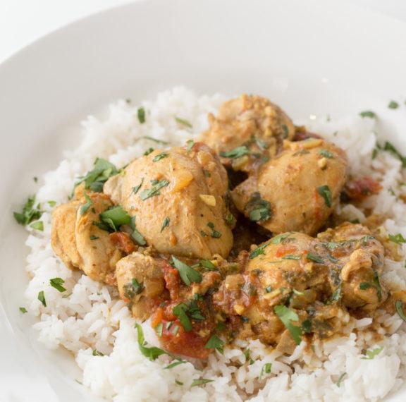 κοτόπουλο-με-κάρυ-και-ρύζι-το-φαγητό