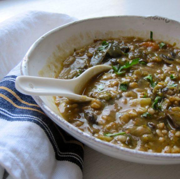 σούπα-με-μανιτάρια-και-κριθαράκι-plus-πώς