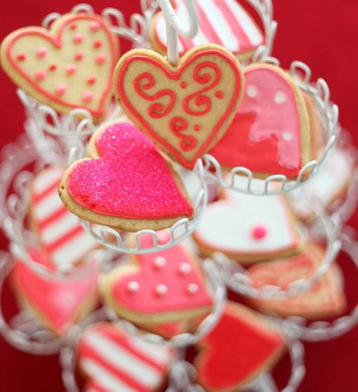 γλυκά-μπισκότα-σε-σχήμα-καρδιάς-με-ζαχ