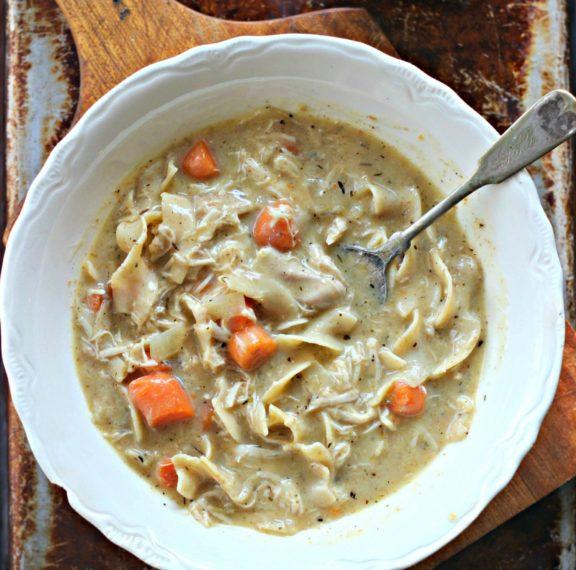 κοτόσουπα-βελουτέ-με-noodles-plus-γιατί-να-αποφε