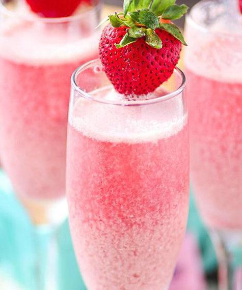 το-απόλυτο-ανοιξιάτικο-ποτό-με-φράουλ