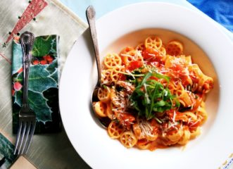 spaggheti-με-spread-λουκάνικου-μάραθο-και-ελιές-plus-τι