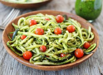 noodles-κολοκυθιού-με-σάλτσα-από-αβοκάντο-κα