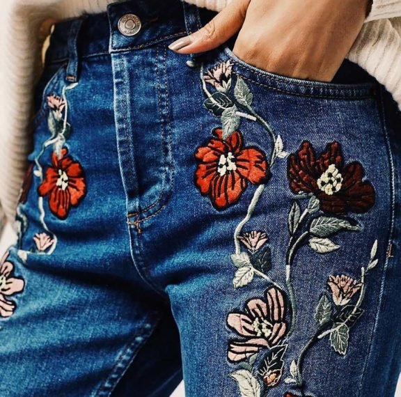 πώς-να-φορέσεις-τα-jeans-με-κεντήματα-το-trend-τη