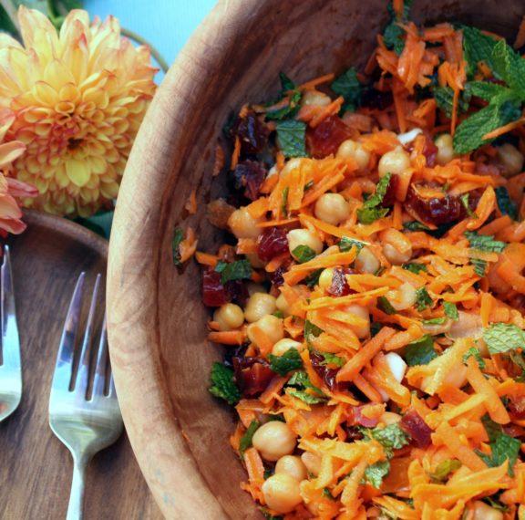 πικάντικη-σαλάτα-με-καρότο-και-ρεβύθι
