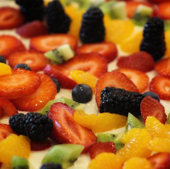 δροσερό-επιδόρπιο-πίτσα-φρούτων-για-ε