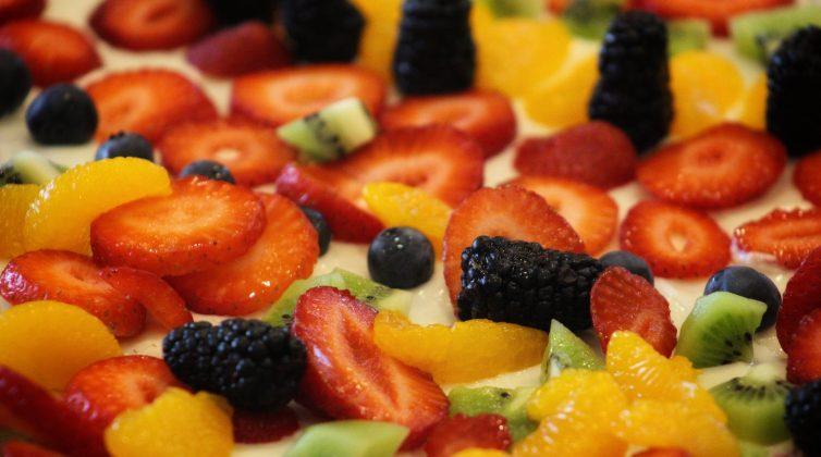 Δροσερό επιδόρπιο: Πίτσα φρούτων για ενέργεια, βιταμίνες και δροσιά!