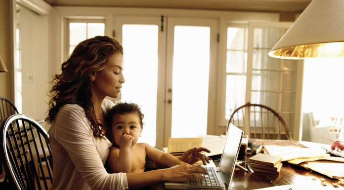 εργαζόμενη_μητέρα1