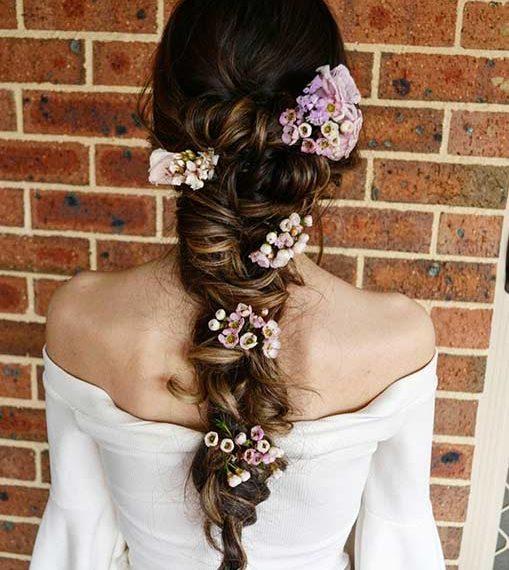 μαλλιά-φρέσκα-λουλούδια-για-τη-νύφη-το