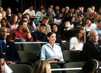 η-κέιτι-χόλμς-φοιτήτρια-στο-χάρβαρντ-τ