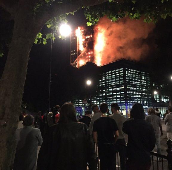 τρομακτική-φωτιά-στο-λονδίνο-σε-κτίρι