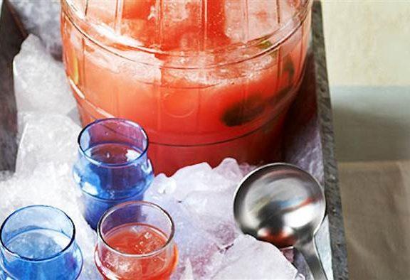 δροσερό-καλοκαιρινό-ποτό-με-καρπούζι