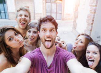 ποιοι-βγάζουν-περισσότερες-selfies-ανδρες