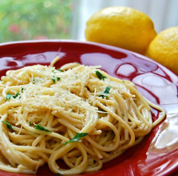 εύκολη-τηγανιτή-μακαρονάδα-με-λεμόνι