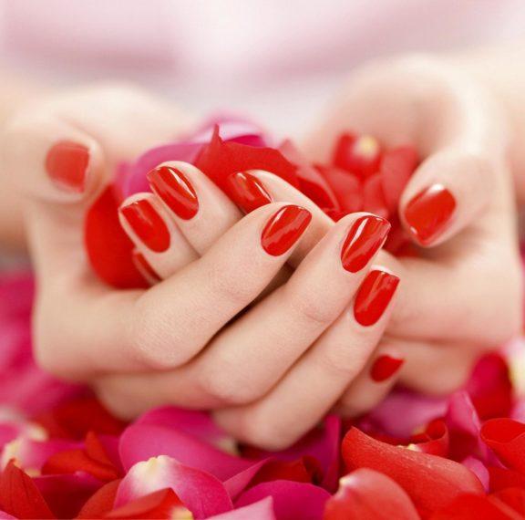 ομορφιά-μήπως-ήρθε-η-ώρα-για-κόκκινα-sexy-nails