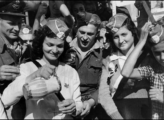12-οκτωβρίου-1944-η-αθήνα-ελεύθερη-οι-εκ