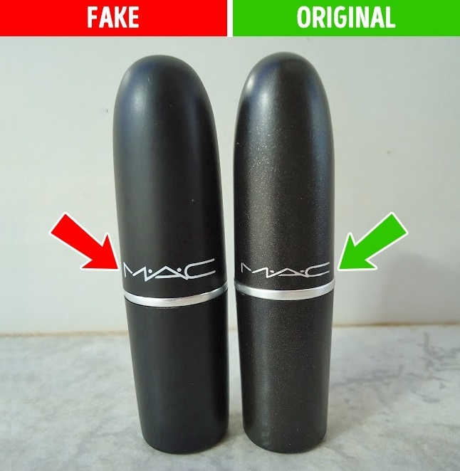 Εξετάστε προσεκτικά τη συσκευασία  Τα κραγιόν MAC πωλούνται σε συσκευασίες  με glitter b703fd718e3