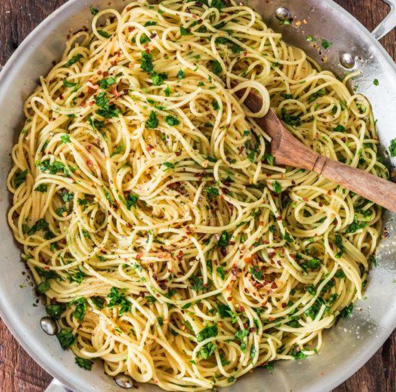 spaghetti-με-λάδι-πιπεριά-και-σκόρδο-το-πιο-εύκ