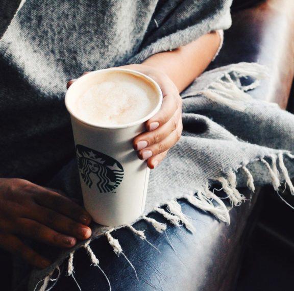 το-tiramisu-latte-των-starbucks-είναι-το-ρόφημα-που-θα-γλυκά