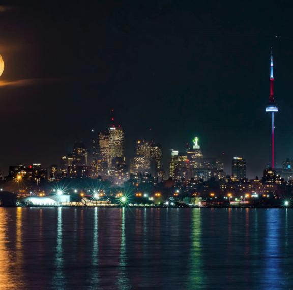 το-πιο-εντυπωσιακό-φεγγάρι-των-τελευτ