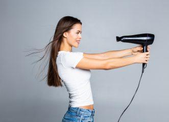 Πιστολάκι τέλος! 5 φυσικοί τρόποι για να αποκτήσεις τα ίσια μαλλιά που ήθελες πάντα