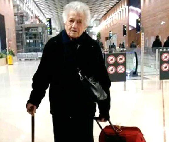 η-93η-ίρμα-πήρε-τη-βαλίτσα-της-και-πάει-στ