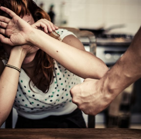οι-γυναίκες-θύματα-ενδοοικογενειακ