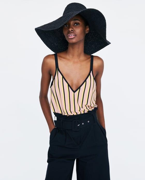 32f7831c9228 Διαλέξαμε τα πιο μοντέρνα ριγέ μπλουζάκια που δεν βγαίνουν ποτέ ...