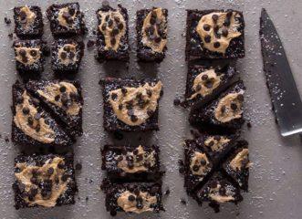δεν-φαντάζεστε-το-υλικό-που-βάζει-στα-brownie