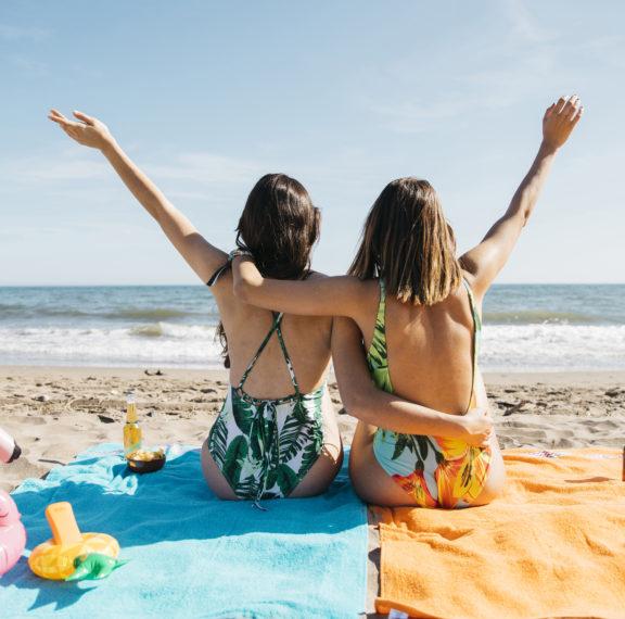 5-απαραίτητα-αξεσουάρ-παραλίας-για-να-σ