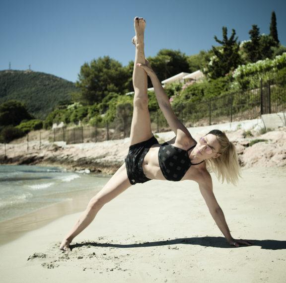 γυμναστική-στην-παραλία-ασκήσεις-για