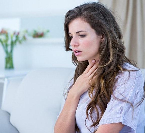 4-λύσεις-για-να-κρατήσετε-τον-πονόλαιμο