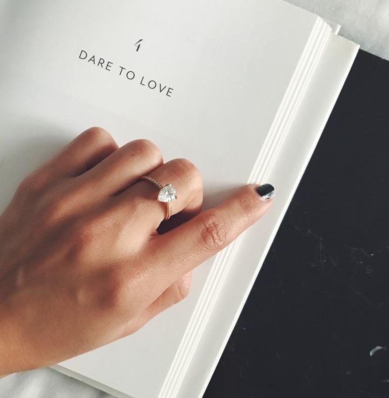 Πρόταση γάμου  Ζήτα της να γίνει γυναίκα σου με τα πιο ονειρεμένα μονόπετρα! 2d991c3bfe6