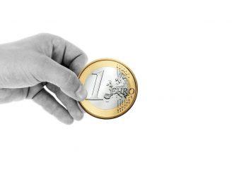 Πριν φύγετε για διακοπές βάλτε ένα κέρμα στην κατάψυξη - Διαβάστε γιατί!