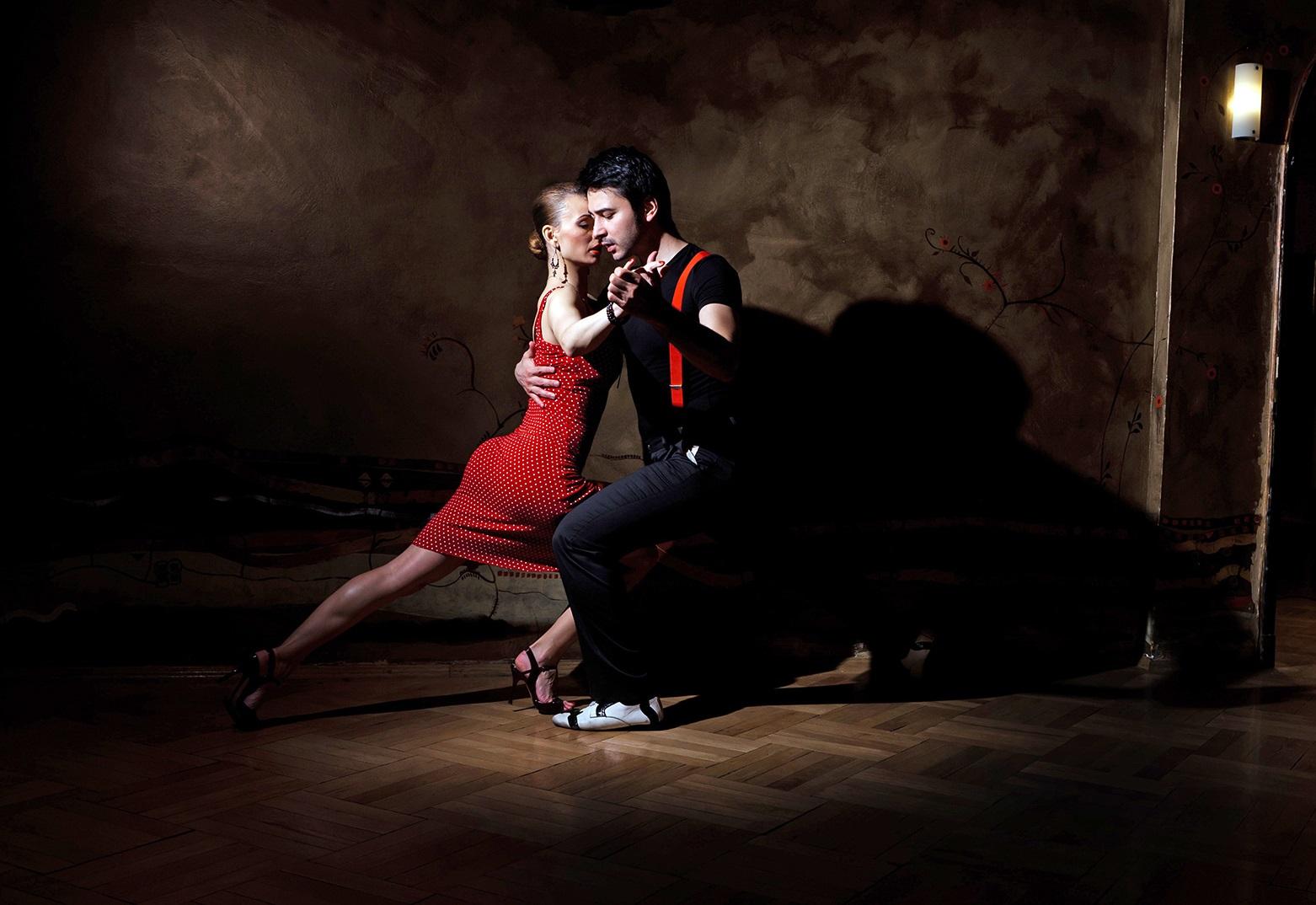 Dating χορεύτρια σάλσατελευταία από εμάς προξενιό