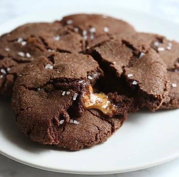αφράτα-μπισκότα-σοκολάτας-με-γέμιση-κ