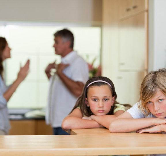 """""""Υπάρχει συγκεκριμένο ποσό που ορίζεται να πληρώνει ο πατέρας σε περίπτωση διαζυγίου;"""""""