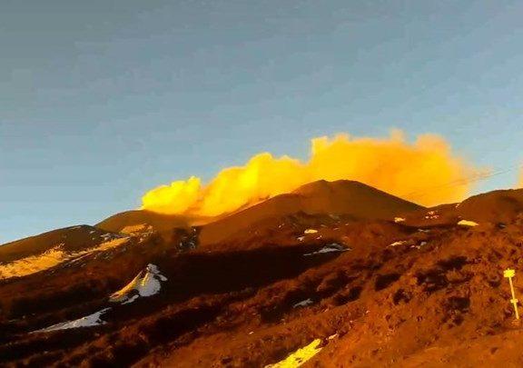εξερράγη-το-ηφαίστειο-της-αίτνας-δεί