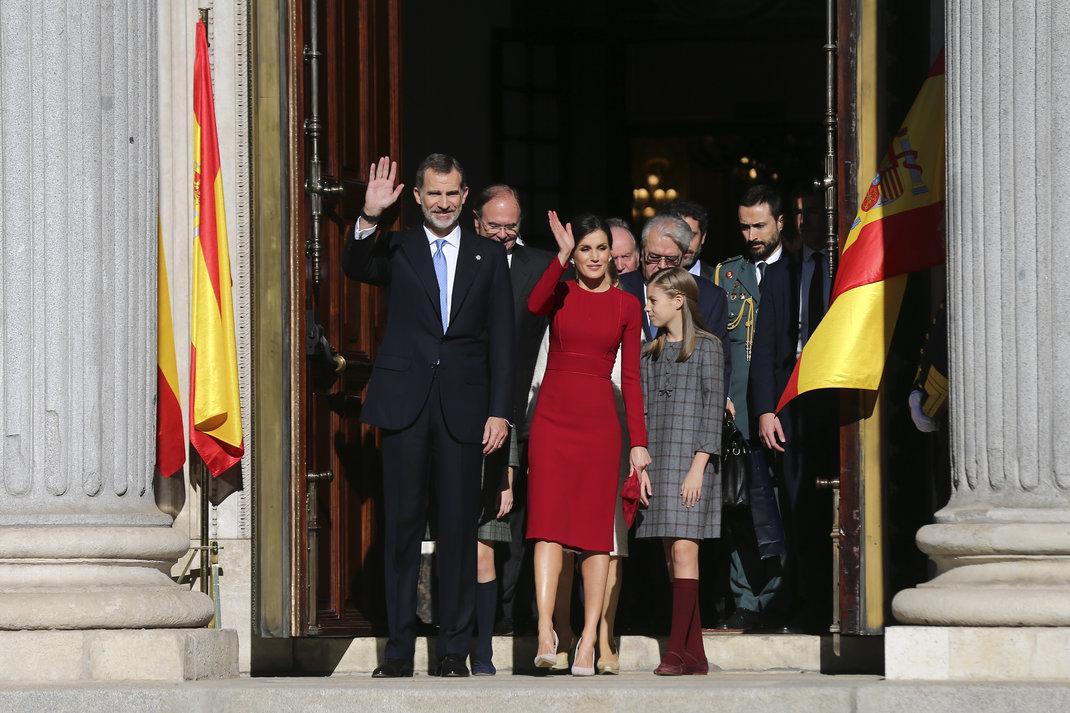 8df8c52a9987 Σύσσωμη η βασιλική οικογένεια της Ισπανίας γιόρτασε τα 40 χρόνια  συντάγματος στη χώρα. Η βασίλισσα Λετίθια